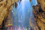 Jaskinie Batu - świątynie wewnątrz gór