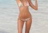 Maryna Linchuk na plaży