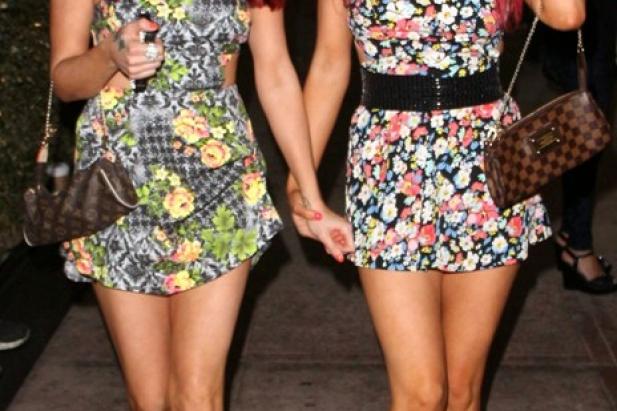 Carla i Melissa Howe - seksowne bliźniaczki. Zobacz zdjęcia tych dwóch niegrzecznych dziewczynek!