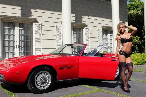 Nikki Leigh - gorąca playmate w kolejnej sesji zdjęciowej! Tym razem słodka blondynka pozowała z Maserati Ghibli Spyder SS!