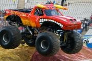 Monster Truck staranował ludzi
