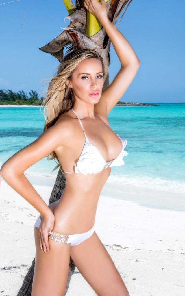 Kaki West w bikini na Bahamach