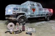 Pickup zbudowany z lodu