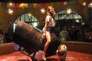 Seksowna kowbojka - jak dojechać byka?