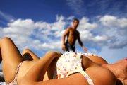 Dlaczego oglądamy się za innymi laskami w bikini?