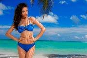 Gorąca modelka w kampanii bikini SHE