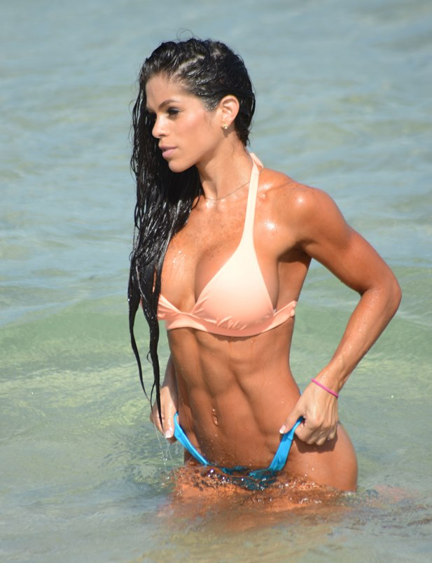 Michelle Lewin w bikini