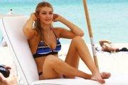 Gigi Hadid w kostiumach kąpielowych