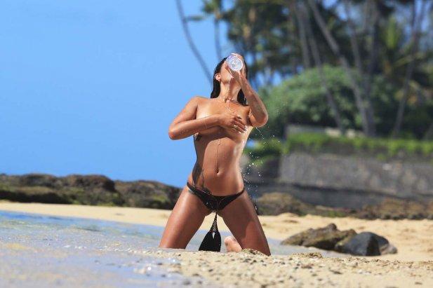Coralie Porrovecchio topless
