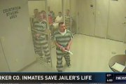 Więźniowie uratowali strażnika
