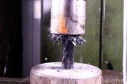 Prasa hydrauliczna vs. włókno węglowe