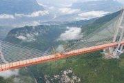 Most linowy w chmurach