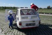 4-letni rajdowiec w Maluchu