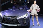 Futurystyczny Lexus
