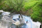 Jak uciec z tonącego samochodu?