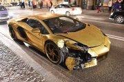 Złote Lambo Aventador rozbite w Warszawie [WIDEO]