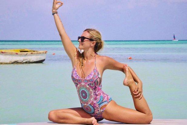 Znana jest pod pseudonimem Yoga Girl. Karierę influencera zaczęła w 2013 roku, kiedy postanowiła prowadzić konto na Instagramie, na którym dzieli się radami co do jogi. Teraz jest autorką wielu książek, a za jeden post otrzymuje 250 tys. dolarów, czyli ponad 989 tys. złotych.