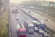 Dlaczego nie wolno opuszczać samochodu podczas wypadku na autostradzie