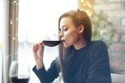 Męski zapach sprawia, że kobiety piją więcej alkoholu