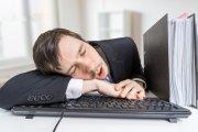 Po zmianie czasu szefowie powinni pozwolić pracownikom na godzinną drzemkę w pracy