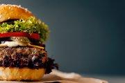 """Historia największego konkurenta """"złotego M"""" – zobacz, jak narodziła się legenda sieci Burger King!"""