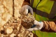 Właśnie odkryto gigantyczne złoża minerałów, bez których nie działałby twój smartfon