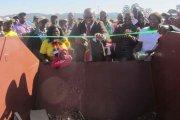 Minister finansów na ceremonii otwarcia… kontenera na śmieci
