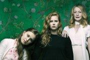 """""""Ostre przedmioty"""" tną bardzo powoli, ale głęboko – recenzja pierwszego odcinka serialu HBO"""