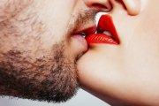 Kto się lepiej całuje, ten ma więcej seksu
