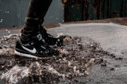 Przegląd najmodniejszych sneakersów na jesień dla sportowych freaków