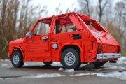 """Superszczegółowa replika """"Malucha"""" zbudowana z LEGO"""