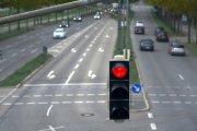 Kierowcy tych marek aut najczęściej przejeżdżają na czerwonym świetle