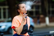 Sanepid ostrzega: e-papierosy nie dla początkujących