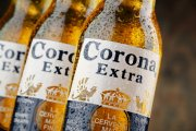 Producent piwa Corona traci miliony. Przyczyna kuriozalna
