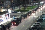 Wojskowe ciężarówki pełne trumien. Przekonują cię do kwarantanny?
