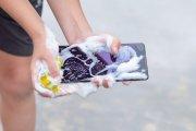 Jak myć smartfon? Koronawirus jest wszędzie