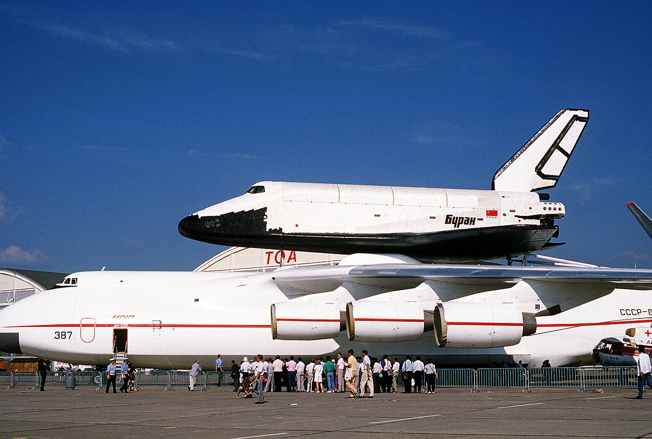 1280px-Buran_on_An-225_(Le_Bourget_1989)_1.jpg