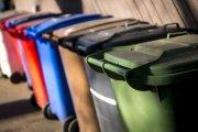 Kosze na śmieci wskazują, gdzie mieszkają zarażeni koronawirusem