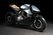 Aston Martin zabrał swój pierwszy motocykl na tor. Zobacz film