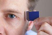 implant w mózgu