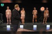 Nagie show dla dzieci. Latorośl ogląda i ocenia ciała dorosłych