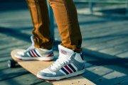 Z czym łączyć sportowe buty?