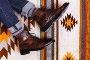 """""""Buty po ojcu"""" do rurek to przesada. Tak należy łączyć spodnie z obuwiem"""